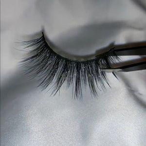 Hermosa style strip lashes
